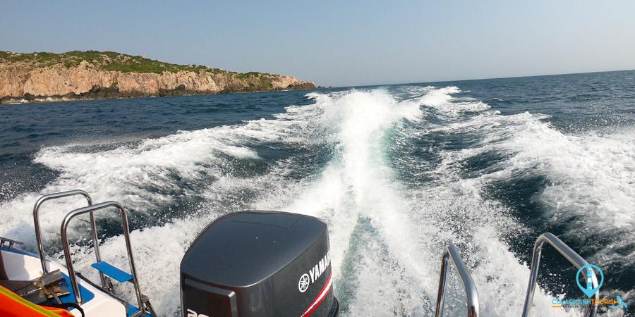 Ca nô cao tốc lướt sóng đi Cù Lao Xanh
