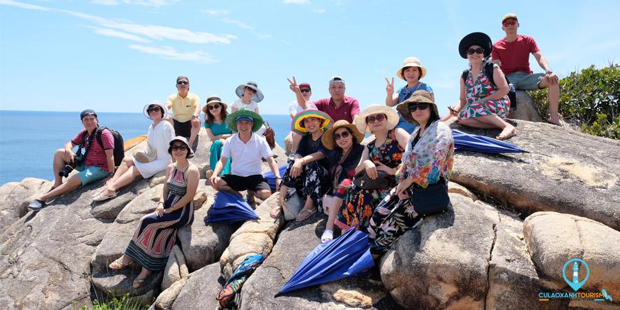 Chụp hình lưu niệm tại Bãi Thảo Nguyên