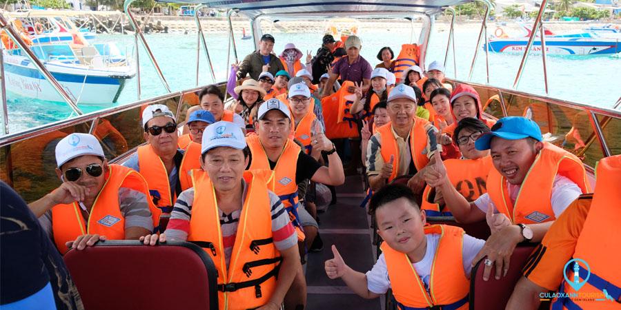 Tàu 45 chỗ chở khách đi Đảo Cù Lao Xanh